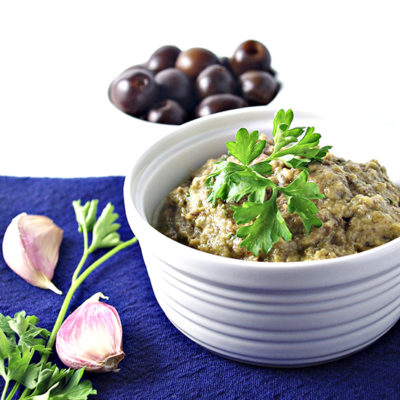 Black Olive Tapenade is the perfect gluten-free, grain-free appetizer for parties! | via spiritedandthensome.com