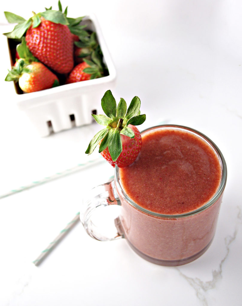 Strawberry Peach Breakfast Smoothie is filing and delicious, all in the same recipe! | spiritedandthensome.com