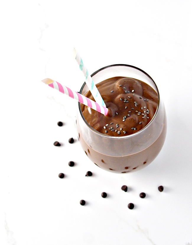 Single-Serving Chocolate Chia Smoothie is dairy-free but tastes deliciously creamy! | spiritedandthensome.com