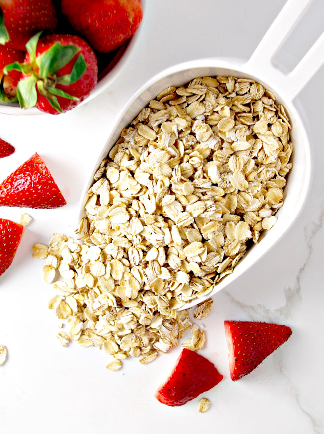 Fresh Strawberries and gluten-free oatmeal create a comforting flavor! | spiritedandthensome.com