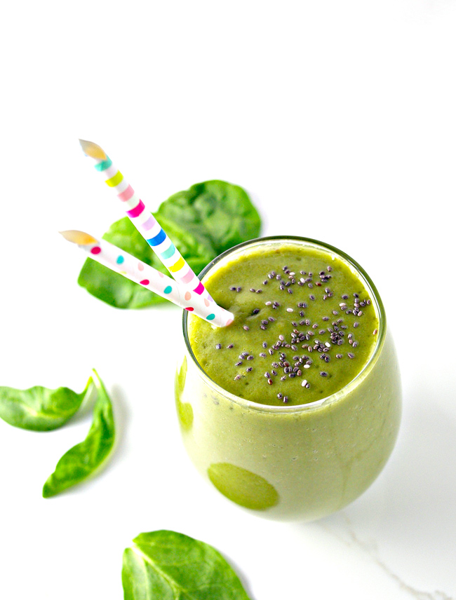 Green Apple Spinach Smoothie is refreshing and succulent! A jumpstart to the day! | spiritedandthensome.com