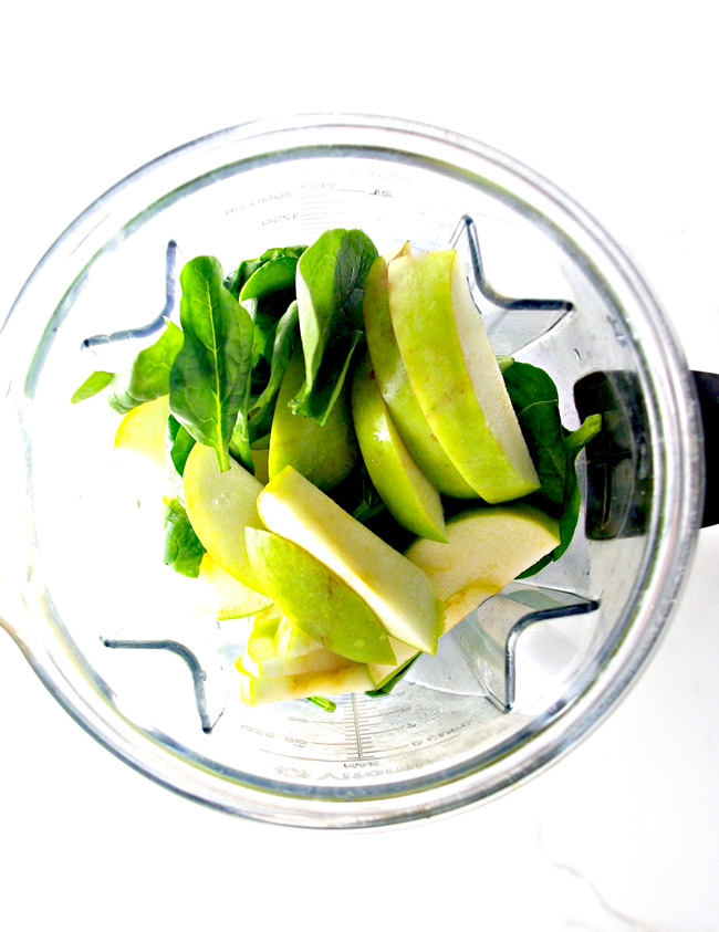 Throw Green Apple Spinach Smoothie ingredients in the blender and go! | spiritedandthensome.com