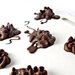 Vegan Chocolate Cashew Clusters are paleo-friendly, too! | spiritedandthensome.com