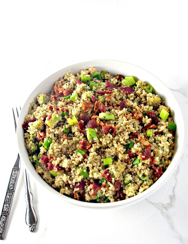 This gluten-free Southwestern Quinoa Bacon Breakfast Bowl is a dairy-free breakfast recipe!   spiritedandthensome.com