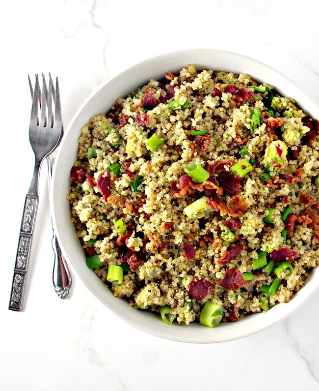 Southwestern Quinoa Bacon Breakfast Bowls are wholes-foods delicious!   spiritedandthensome.com