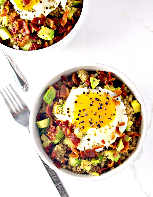 Dairy-Free Southwestern Quinoa Bacon Breakfast Bowls can be served family-style or in individual bowls!   spiritedandthensome.com