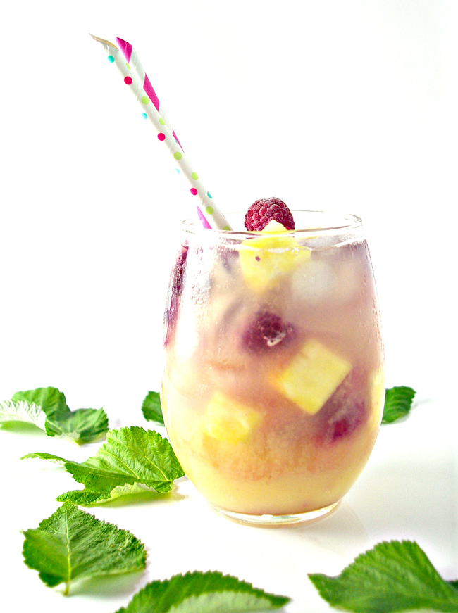 Succulent and refreshing, 3-Ingredient Pineapple Fresca Mocktail is ready in minutes! | spiritedandthensome.com