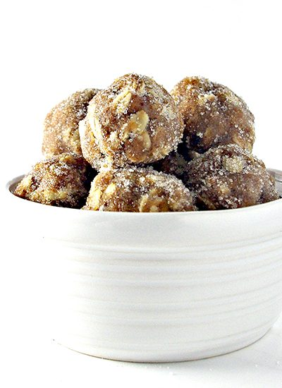 No-Bake Gluten-Free Almond Butter Oatmeal Bites are so deliciously YUMMO! Dairy-free with a vegan option! | spiritedandthensome.com