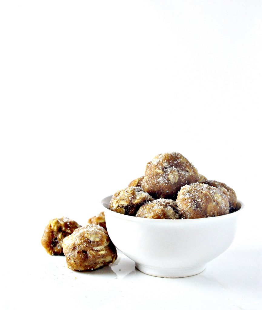 No-Bake Gluten-Free Almond Butter Oatmeal Bites are the perfect on-the-go protein snack treat! Dairy-free with a vegan, option, too! | spiritedandthensome.com