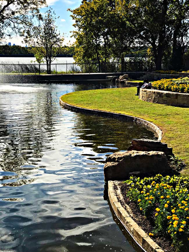 Right side of the pond at Dallas Arboretum and Botanical Garden! | spiritedandthensome.com