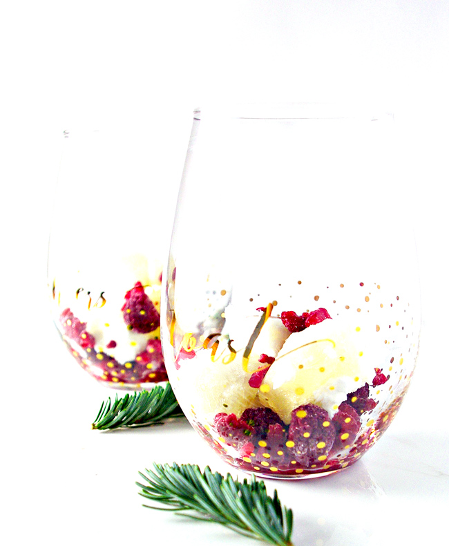 Layer Simple Sorbet au Champagne cubes with fresh or frozen fruit and pour more champagne into the glass! | spiritedandthensome.com