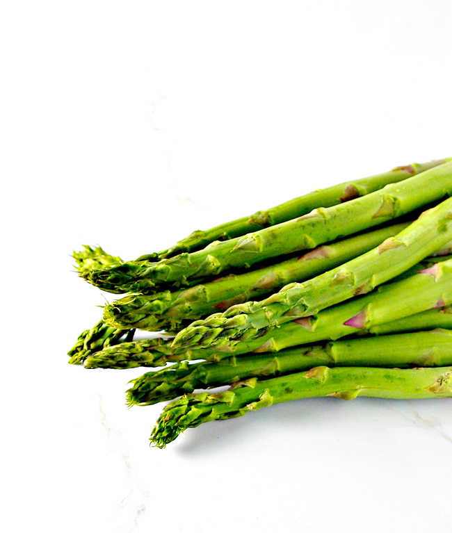 Fresh asparagus is where it's at for Crumbled Bacon Asparagus! | spirttedandthensome.com
