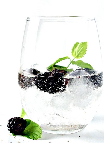 Blackberry Lemon Sparkling Water is a thirst-quenching summer beverage that is refined sugar-free and sugar to awaken and refresh your tastebuds! | spiritedandthensome.com