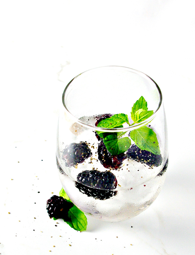 Blackberry Lemon Sparkling Water is refreshing, refined sugar-free, ready in minutes, and perfect for summer! Non-Alcoholic. | spiritedandthensome.com