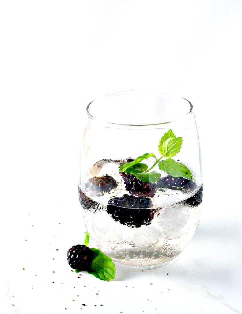 Take your summer up a notch with Blackberry Lemon Sparkling Water! It's refined sugar-free, ready in minutes, and thirst-quenching! | spiritedandthensome.com