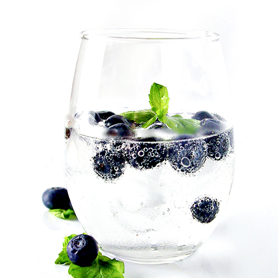 Blueberry Sparkling Water is refreshing and thirst-quenching on hot summer days! Vegan and gluten-free! | spiritedandthensome.com