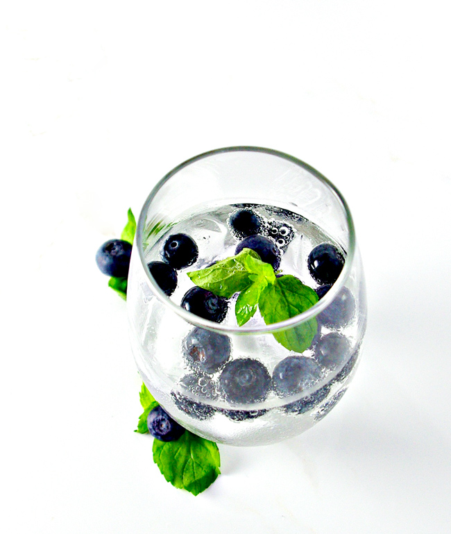 Blueberry Sparkling Water is perfect for a hot summer day! Vegan, gluten-free, and ready in minutes! | spiritedandthensome.com