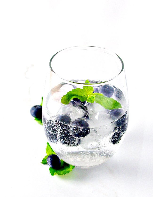 Blueberry Sparkling Water is vegan, gluten-free, and totally refreshing on a hot summer day! | spiritedandthensome.com