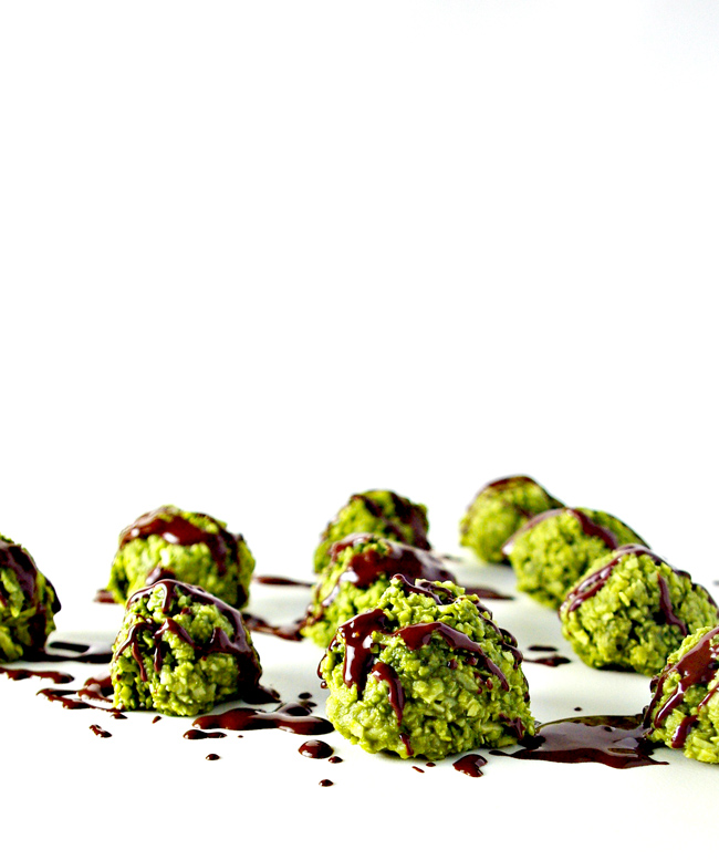 Chocolate-Drizzled Matcha Energy Bites are vegan and paleo-friendly in addition to being gluten-free, grain-free, soy-free, dairy-free, and big on flavor! | spiritedandthensome.com