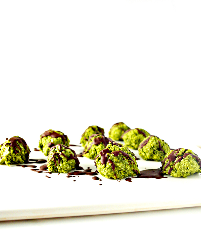 Chocolate-Drizzled Matcha Energy Bites are vegan and paleo-friendly and super delicious! | spiritedandthensome.com