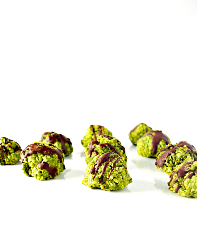Chocolate-Drizzled Matcha Energy Bites are full of delicious flavor! Vegan and paleo-friendly! | spiritedandthensome.com