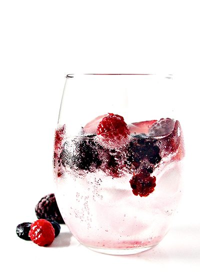 Mixed Berry Sparkling Water is simple to make, totally thirst-quenching, vegan, and gluten-free! | spiritedandthensome.com