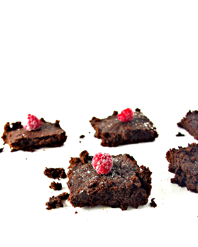 Gluten-Free Cake Brownies are grain-free, dairy-free, and soy-free, too! They are also paleo-friendly and full of chocolatey flavor!   spiritedandthensome.com