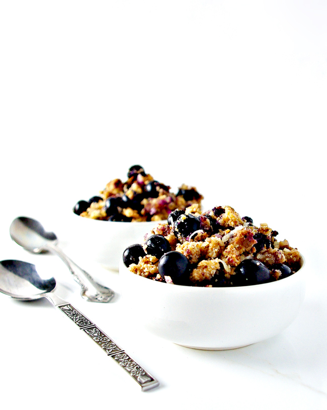 Grain-Free Blueberry Crumble is wonderfully spicy, vegan, paleo, and perfect for Saturday mornings! | spiritedandthensome.com