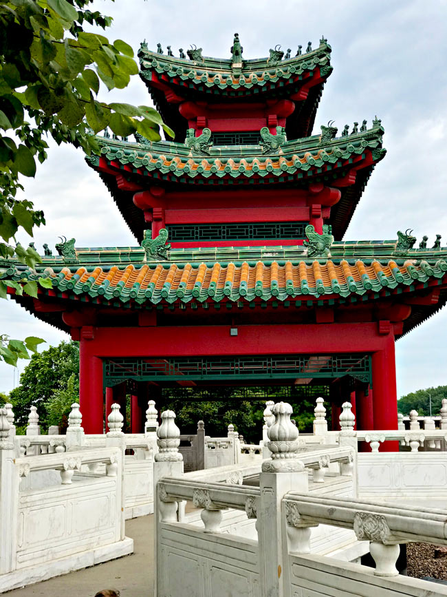 Robert D. Ray Asian Gardens in Des Moines, Iowa! | spiritedandthensome.com