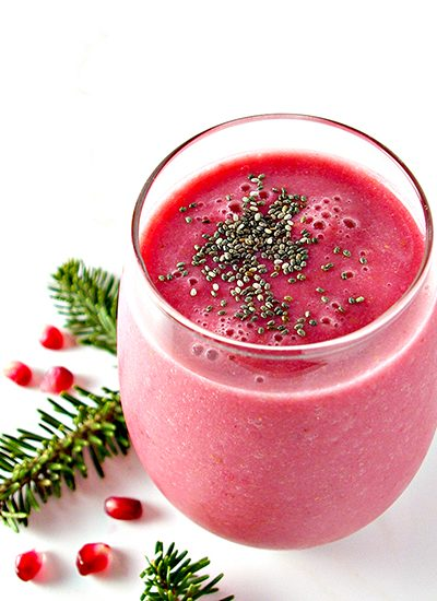 Dairy-Free Strawberry Pomegranate Smoothie is the perfect on-the-go snack or breakfast recipe for the holidays! | spiritedandthensome.com