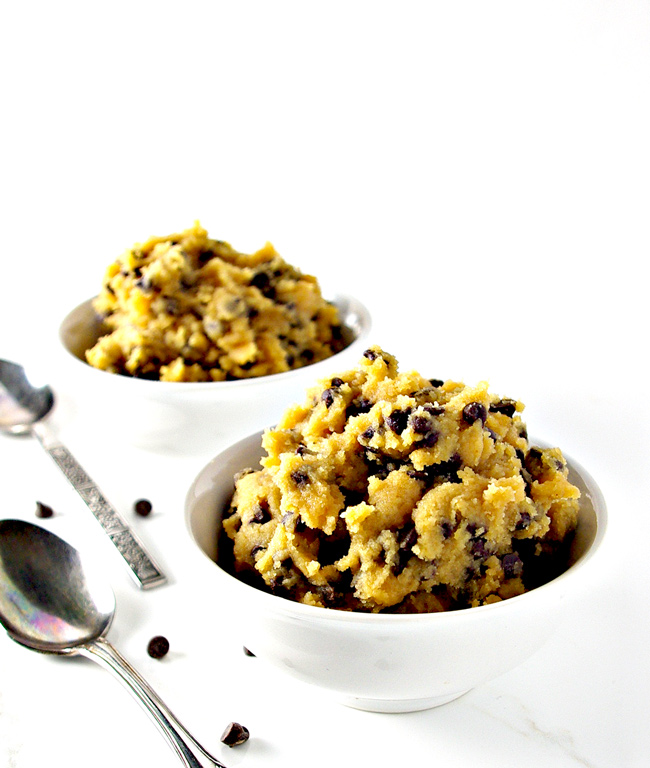 This egg-free Edible Cookie Dough recipe is ready in five minutes! | spiritedandthensome.com
