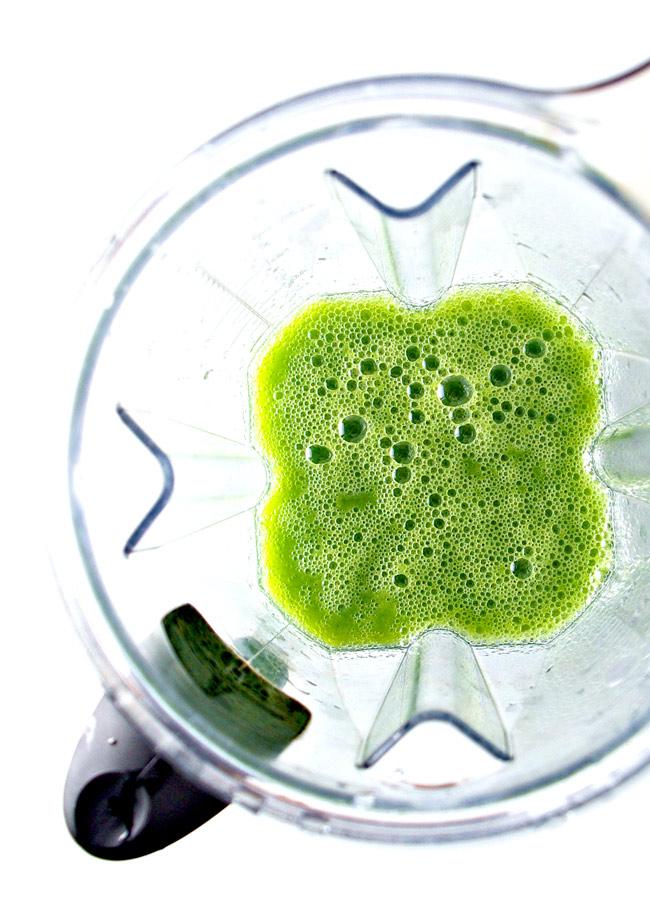 Green Apple Ginger Juice blended in a Vitamix! | spiritedandthensomec.com
