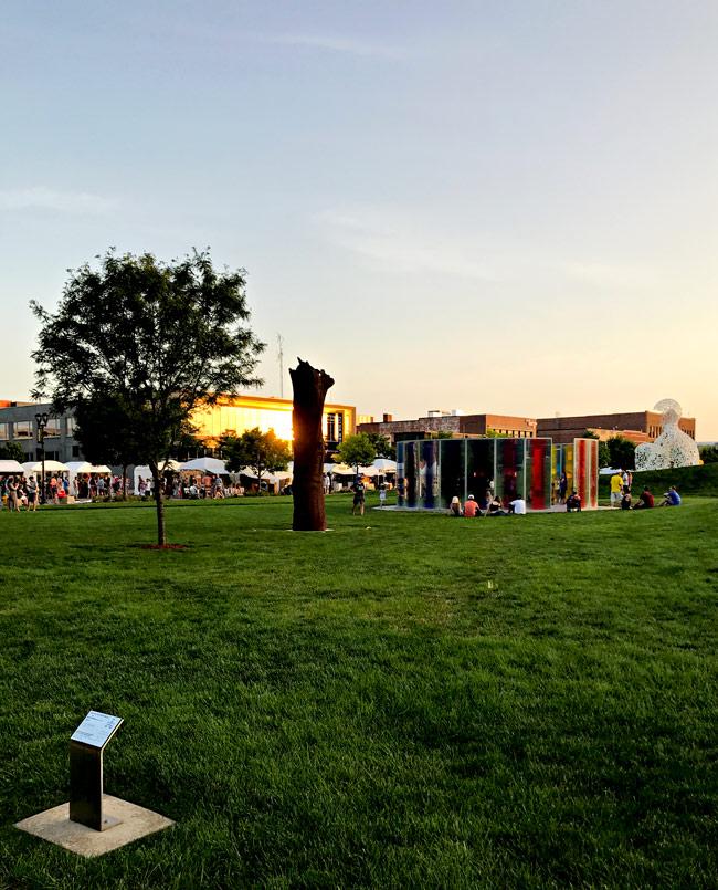 The Des Moines Art Festival and Pappajohn Sculpture Park! | spiritedandthensome.com