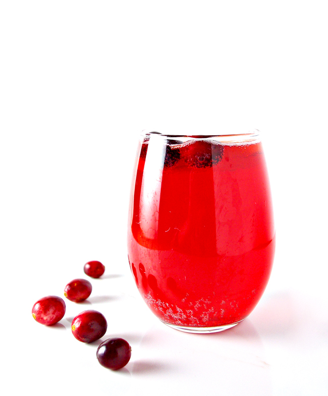 If you're in the mood for a healthy holiday cocktail, then you'll enjoy this Cranberry Fizz Cocktail! | spiritedandthensome.com